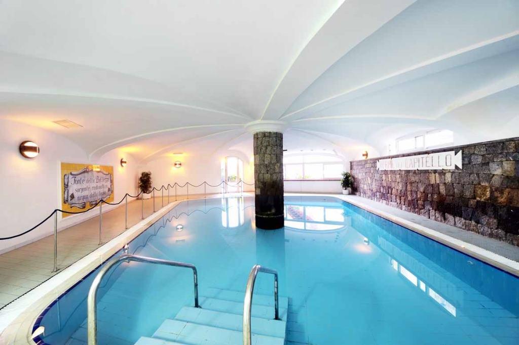 Hotel ischia in offerta con last minute e promozioni di - Hotel con piscina coperta ...